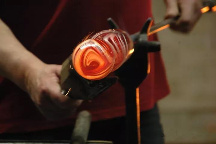 玻璃制瓶企业使用低压双螺杆空压机案例